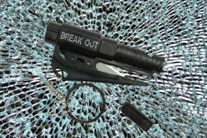 BreakOut (Seat belt cutter + Window punch)